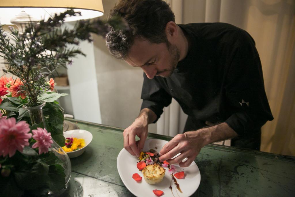 Lo Chef Matthew Lundi all'opera |credits Cuisine Collectif