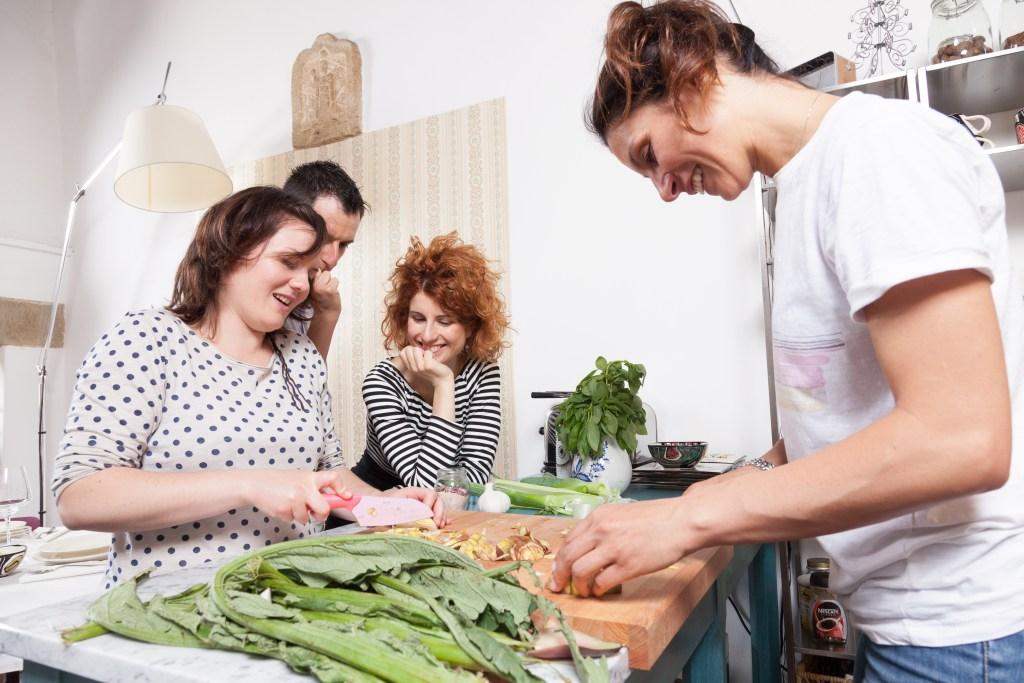 Un momento dei corsi di Cucina Riciclona